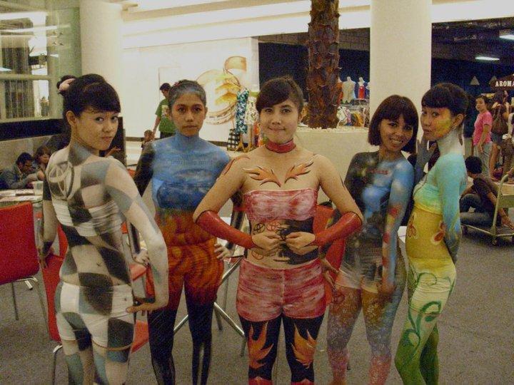 indonesia body painting model 18 bugil   foto bugil