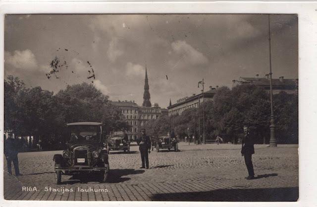 1929 (?) год. Рига. На Привокзальной площади.