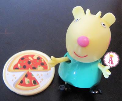 Козочка Габриэлла и пицца из коллекции фигурок Peppa Pig