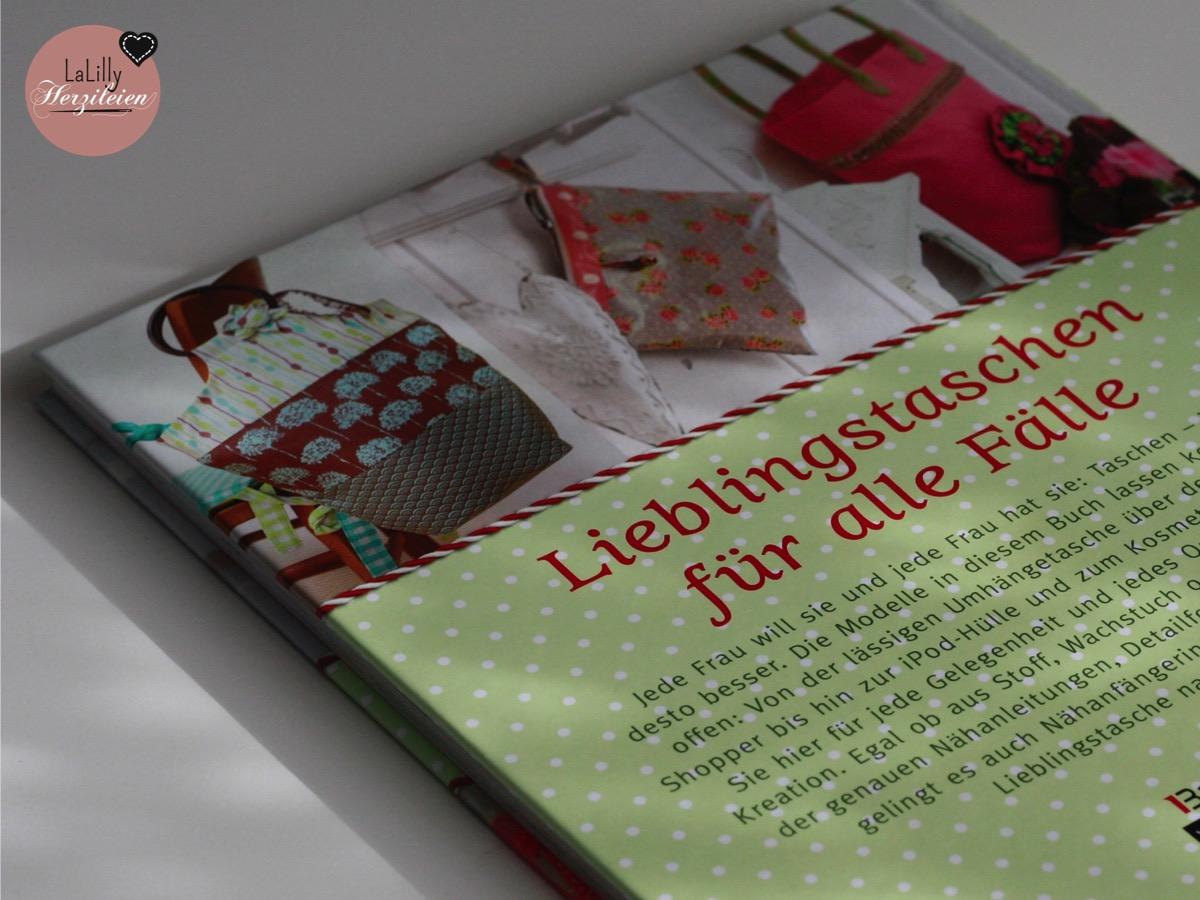 """Taschen selber nähen- das erleichtert es genau die passende Tasche zum Outfit zu finden, denn man gestaltet sie sich ganz nach den eigenen Vorstellungen. Ein für Anfänger geeignetes Nähbuch zum Nähen von Taschen ist """"Taschen-Glück"""" von Ruth Laing, das ich hier auf dem Blog rezensiert habe."""