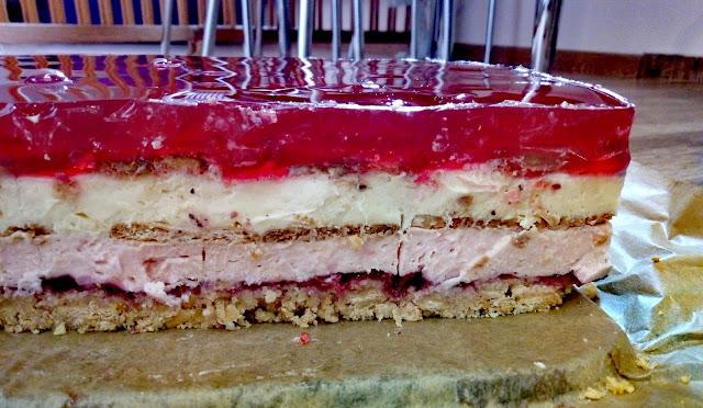 delicja wisniowa ciasto na zimno z delicjami ciasto z galaretka ciasto budyniowe ciasto na budyniach ciasto przekladane ciasto na ciasteczkowym spodzie przekladaniec na zimno
