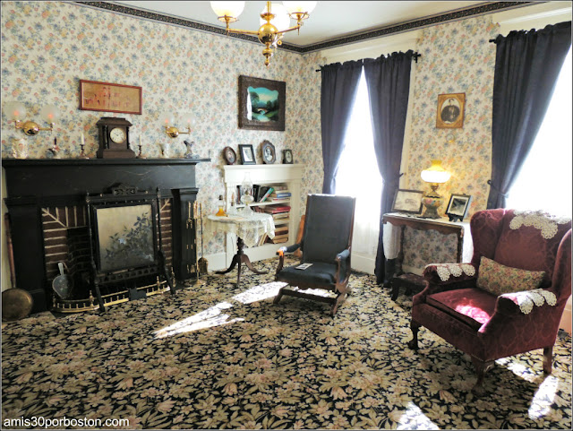 Lizzie Borden Bed & Breakfast Museum: Sala de Estar