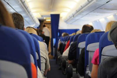 Kebutuhan Cairan Meningkat Saat Naik Pesawat