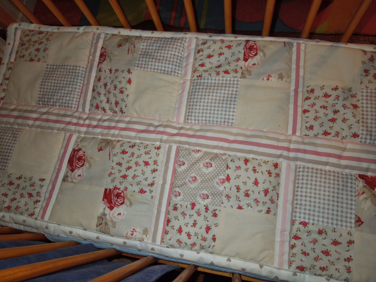Les Toiles Roses: Couvre lit bébé Marie Pierre style Shabby