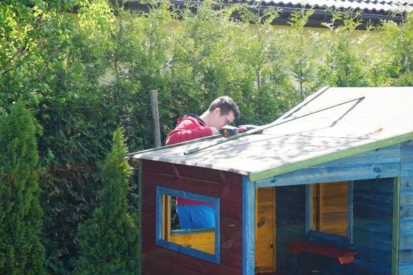 Drewniany domek ogrodowy dla dzieci Ela montaż
