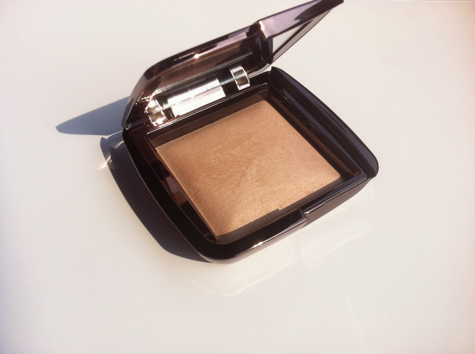 hourglass cosmetics italia, ambient lighting powder review recensione, hourglass ambient lighting powder dim light swatch