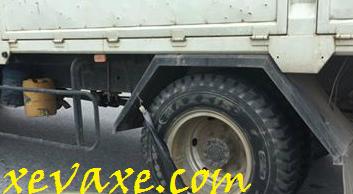 Xe tải treo dây cao su ở lốp có tác dụng gì?