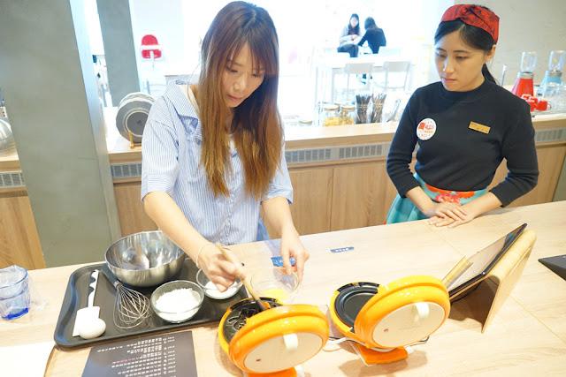 DSC06032 - 熱血採訪│台中美食亞尼克台中旗艦店,繽紛鮮果生乳捲新上市,還有自助DIY手作蛋糕體驗