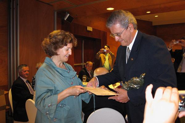 Marisa López Llano entrega el trofeo en FILATEM 2010