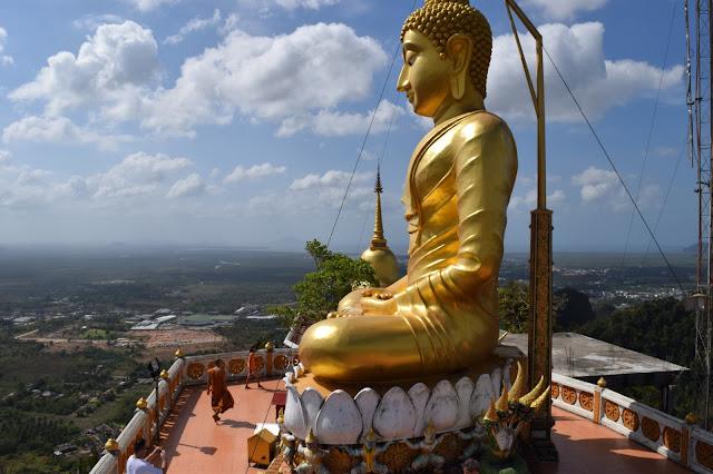 giant golden buddha Wat Tham Sua