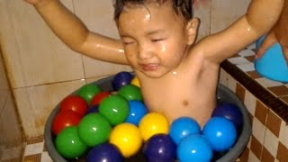 Nizar Mandi Bola Lucu ❤ diKamar Mandi - Ball Swimming Kids Pool Fun Mainan Anak