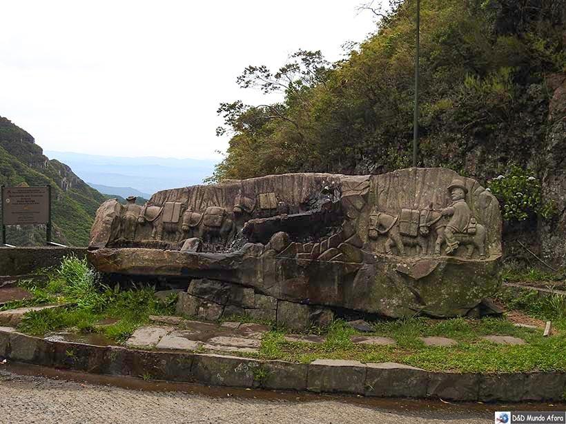 Um dia na Serra do Rio do Rastro em Santa Catarina - Monumento em homenagem aos imigrantes