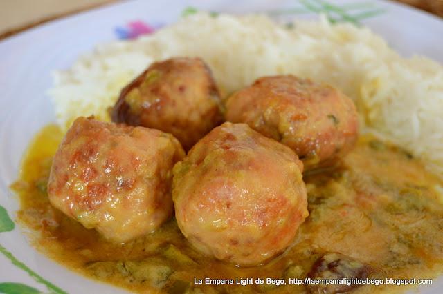 albondigas-de-pollo-en-salsa-de-coco-al-curry