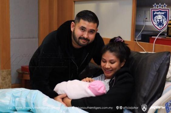 Che Puan Khaleeda, Isteri TMJ Selamat Lahirkan Bayi Perempuan