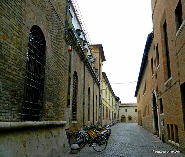 Rua do Centro Histórico de Ravena, Itália