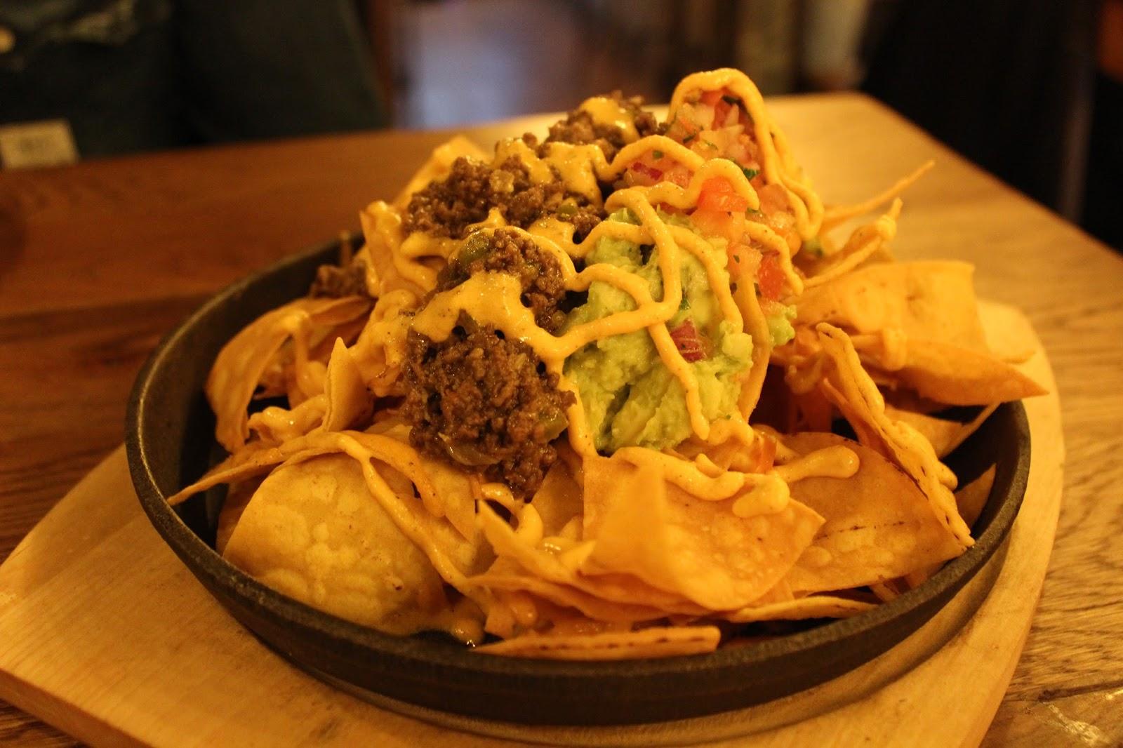 Santo-pecado-madrid-restaurantes-hamburgueserias-nachos