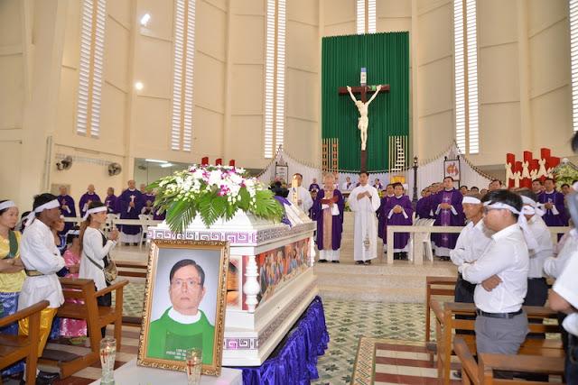 Thánh Lễ an táng Cha Phêrô Bùi Thanh Xuân - Gp Vĩnh Long