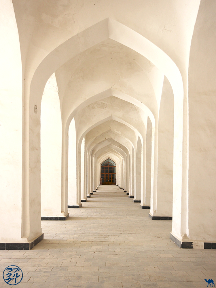 Le Chameau Bleu - Blog Voyage Ouzbékistan - Couloir de la Mosquée Kalan  - Asie Centrale