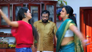 Sona Nair Hot Tummy Side View Photos