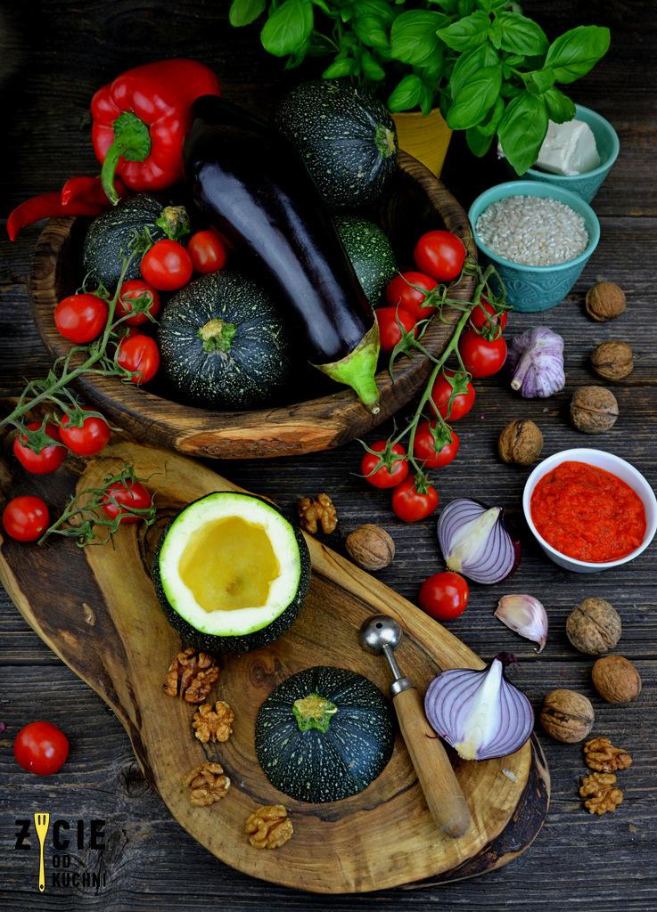 cukinia faszerowana, okragla cukinia, danie z cukini, warzywa faszerowane, pieczona cukinia, zycie od kuchni