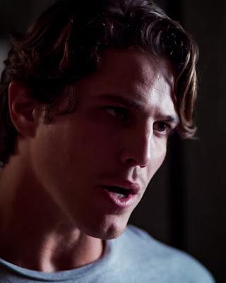 Rui (Romulo Arantes Neto) ameaça usar de violência contra Filipe (Pedro Novaes), em 'Malhação - Toda Forma de Amar'