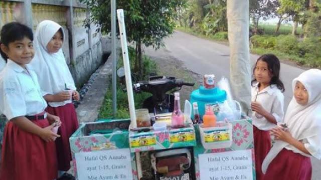 Pedagang Mie Ayam Dan Es Ini Gratiskan Dagangannya Bagi Siswa SD Yang Hafal Surat An Naba