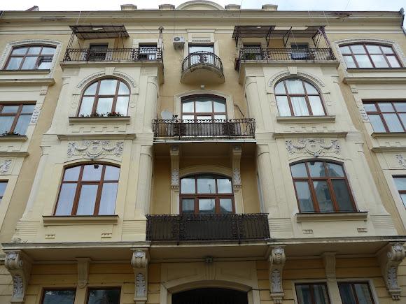 Черновцы. Улица Кобылянской, 55