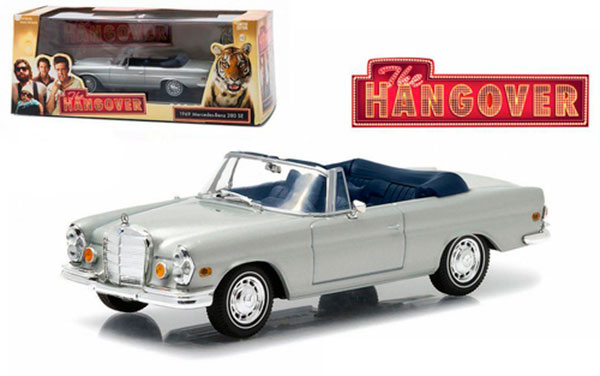 """miniatura  1969 Mercedes 280 SE Convertible Top Up Damaged with Tiger """"The Hangover"""" Movie (2009) 1/43 Diecast Model Car by Greenlight"""