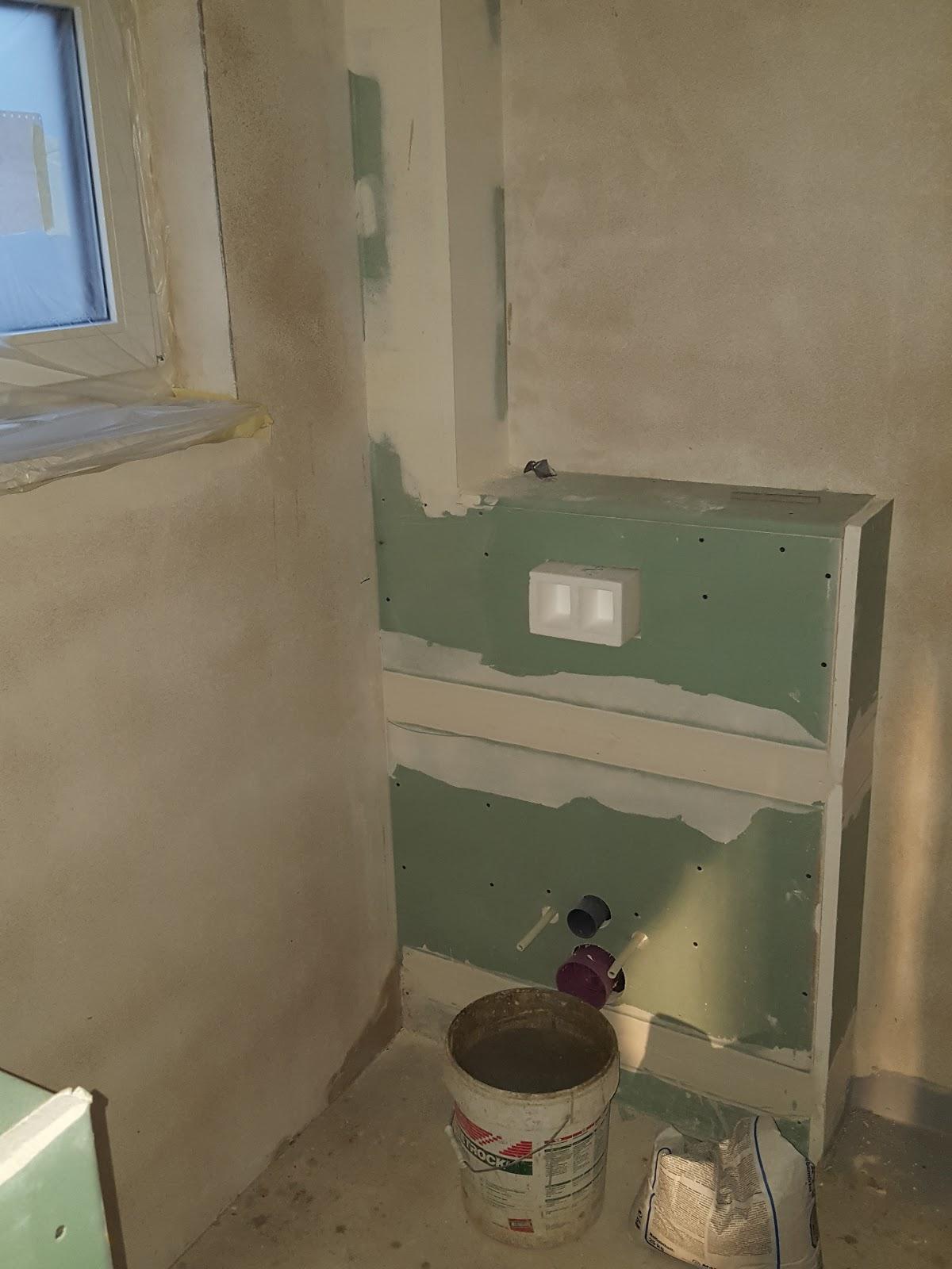 TAG 117   Maler Spachteln TH, WC Und Flur Oben / Verschluss Falsche  Deckendurchbrüche Und Einschlagen Rosetten / Spachteln Abstellraum,  Grundieren 2 Wände ...