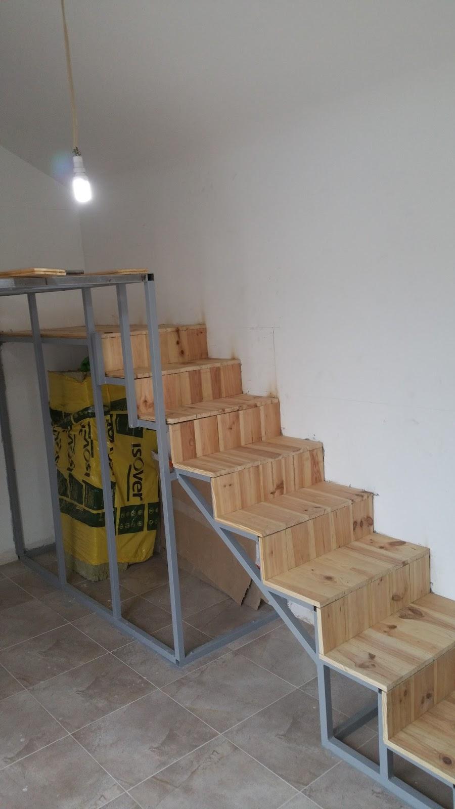 Reformas del hogar altillo litera de obra con escalera - Como hacer una escalera plegable para altillo ...