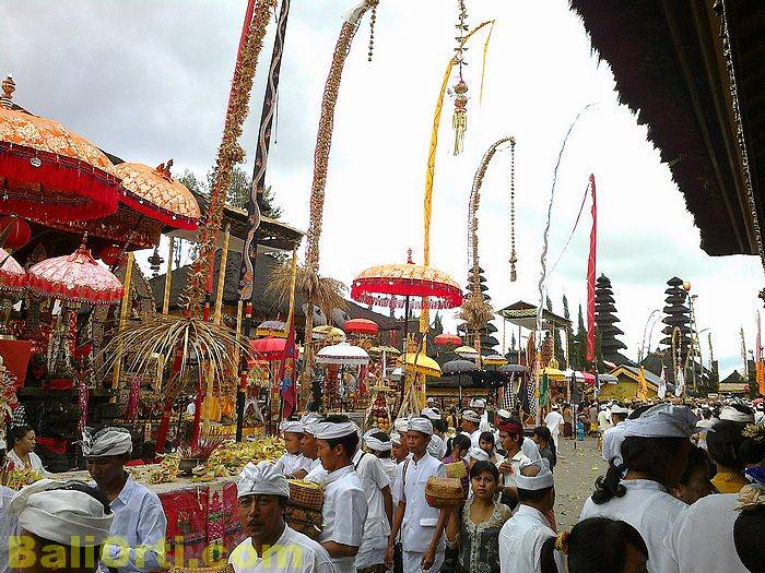 Prayers had finished, people rushed to leave Batur Temple.