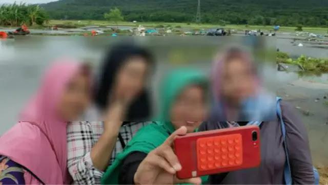 Miris! Demi Likes, Lokasi Tsunami Banten Malah Dijadikan Tempat Selfie