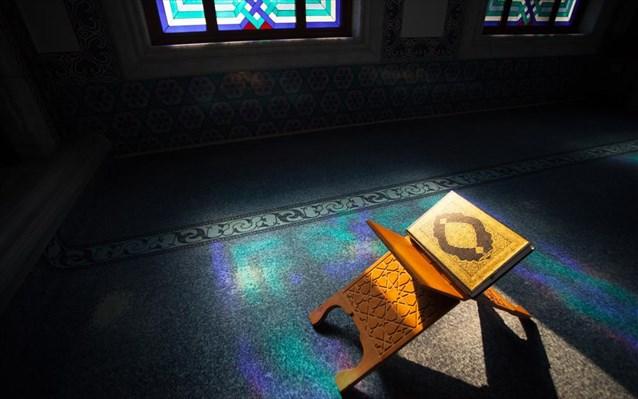 Αιγύπτιος ιμάμης στο τέμενος των Αθηνών