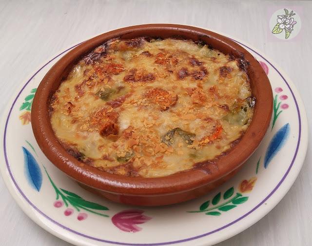 Cazuelitas Veganas de Judías Verdes Gratinadas con Bechamel de Chorizo.