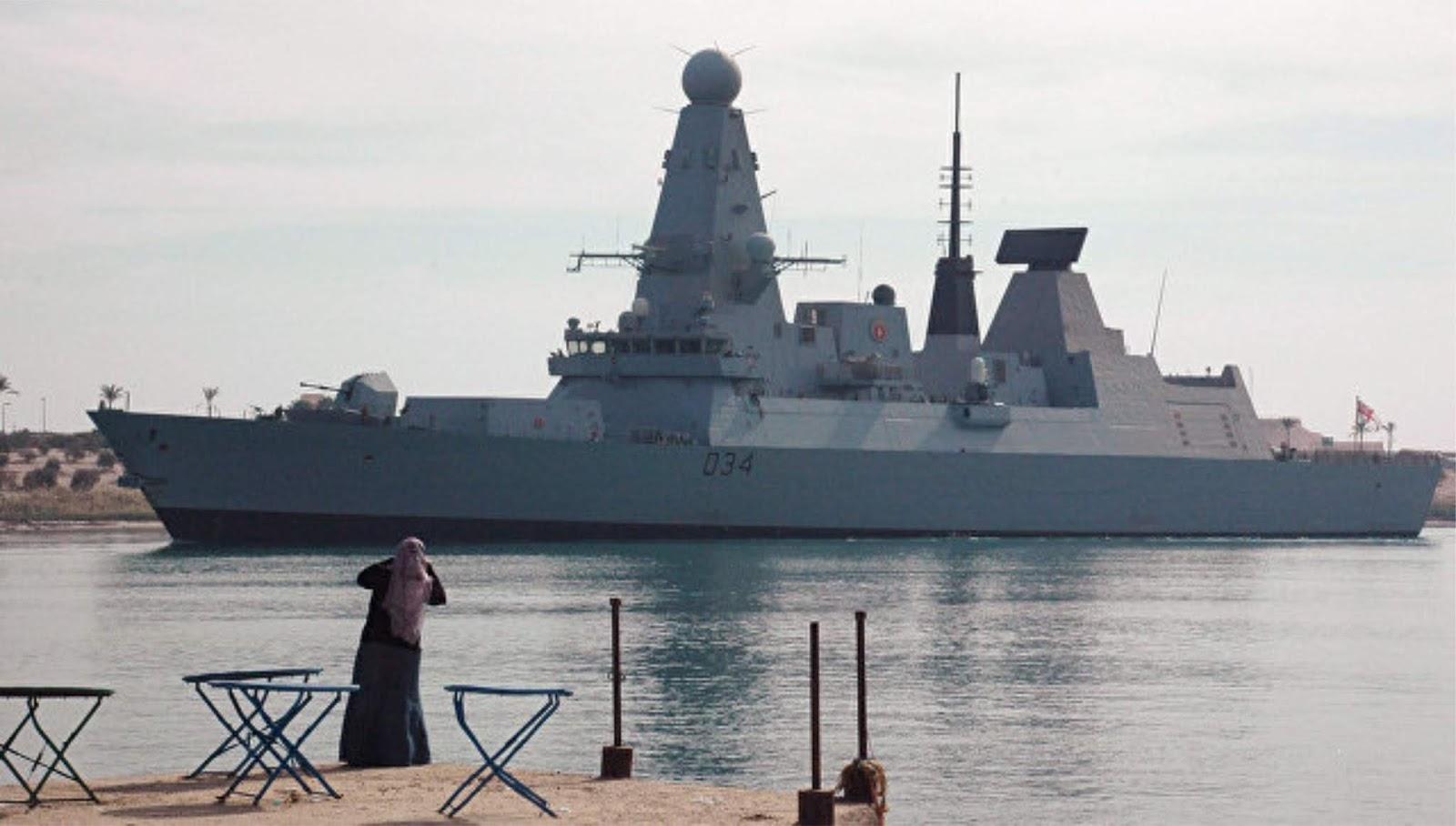 Kapal perusak Inggris mengawal kapal perang Rusia di Selat Inggris