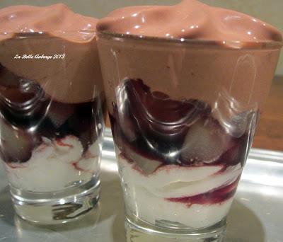 La ricetta della settimana: pere al vino rosso speziato con spuma di bonet