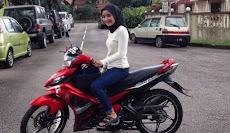Jadi Driver Ojek Online, Wanita Berhijab Ini Panen Orderan
