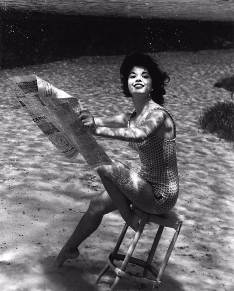 Underwater vintage woman messages all