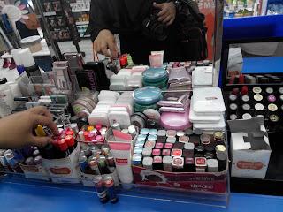 Penasaran lipstik mana yang paling cocok warnanya? Bisa dicoba dulu nih