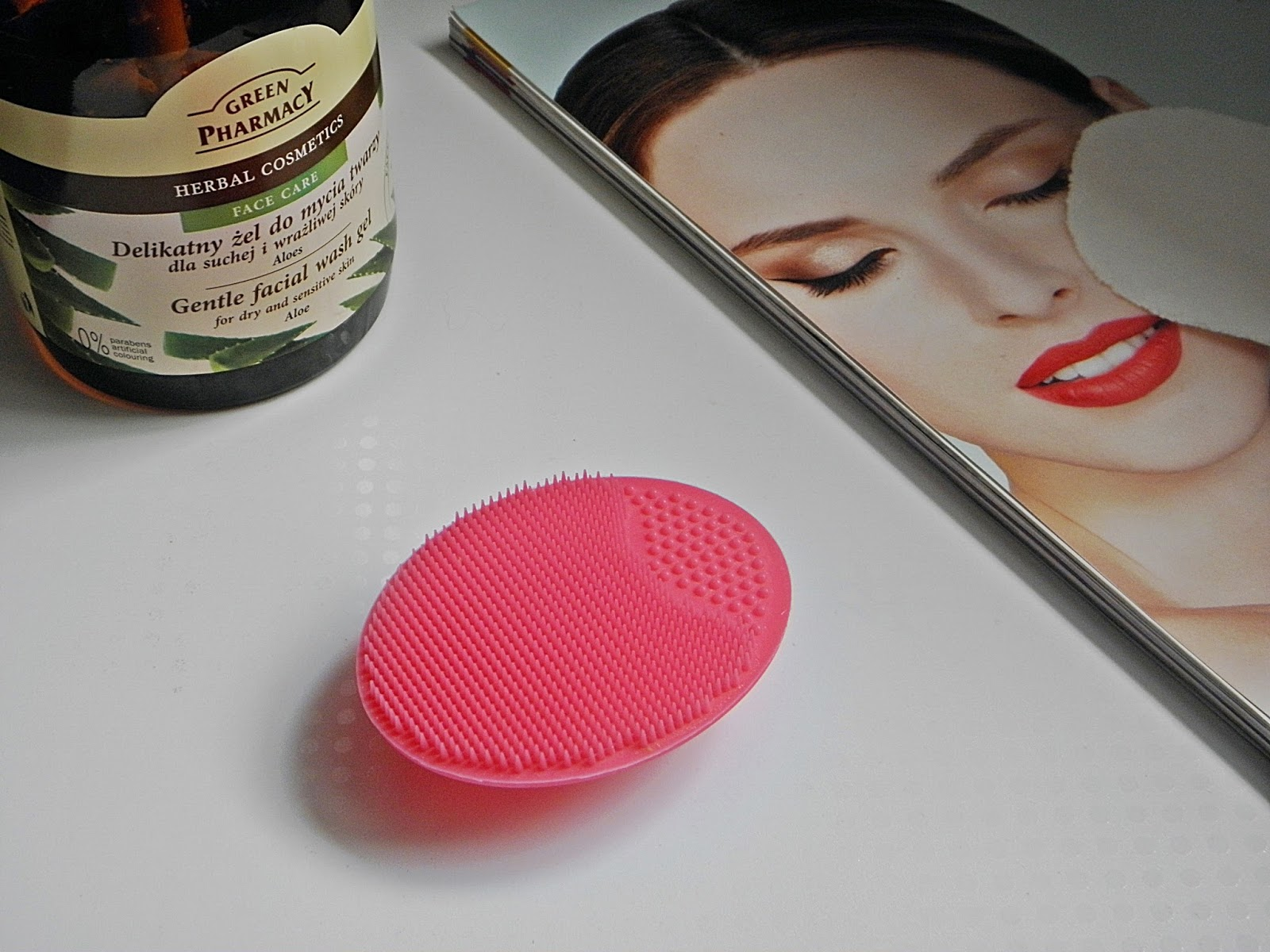 79d459aac710b8 Czerwona Strona Nieba: For Your Beauty, silikonowa myjka do twarzy.