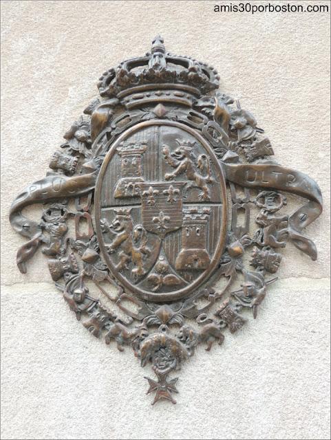 Escudo de España en la Fachada del Hotel Mayflower en Washington D.C.