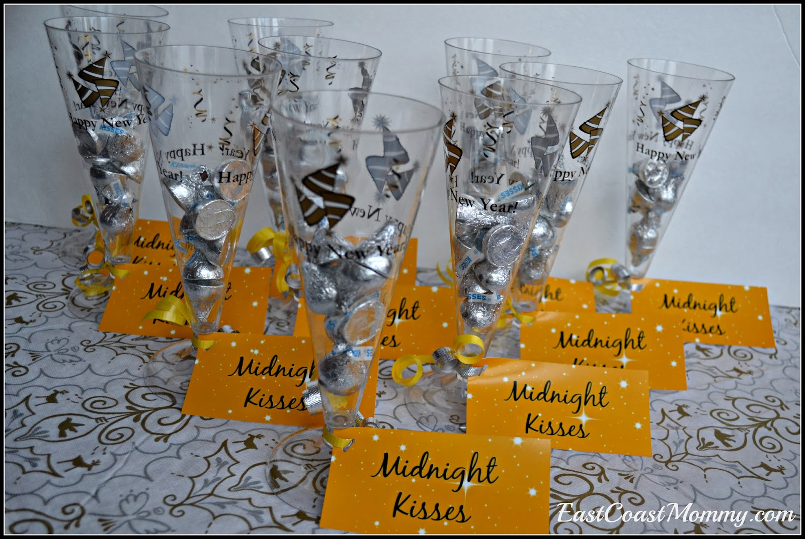 East Coast Mommy: New Year's Eve Party Favor {Midnight Kisses}