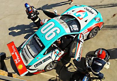 Troca de pilotos durante a parada nos boxes Luca Bassani - Porsche, Goiânia, Goiás