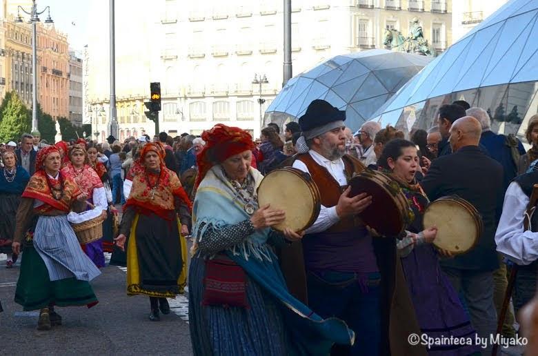 Fiesta de la Trashumancia Madrid  民族衣装をまとって音楽を奏でる人たち