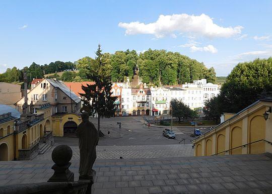 Rynek ze schodów Bazyliki.