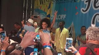 Juliana Alves marcou presença na Feijoada do Hotel Windsor Barra