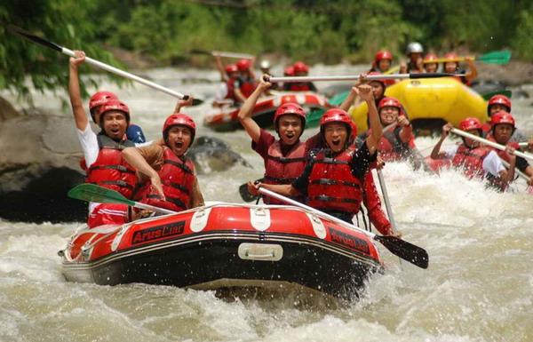 Arung jeram (rafting) di Sungai Serayu - Banjarnegara