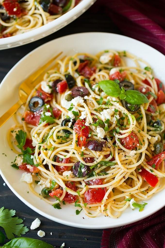 Garlicky Greek Spaghetti Toss #garlic #dinner #healthyrecipes #food #easy