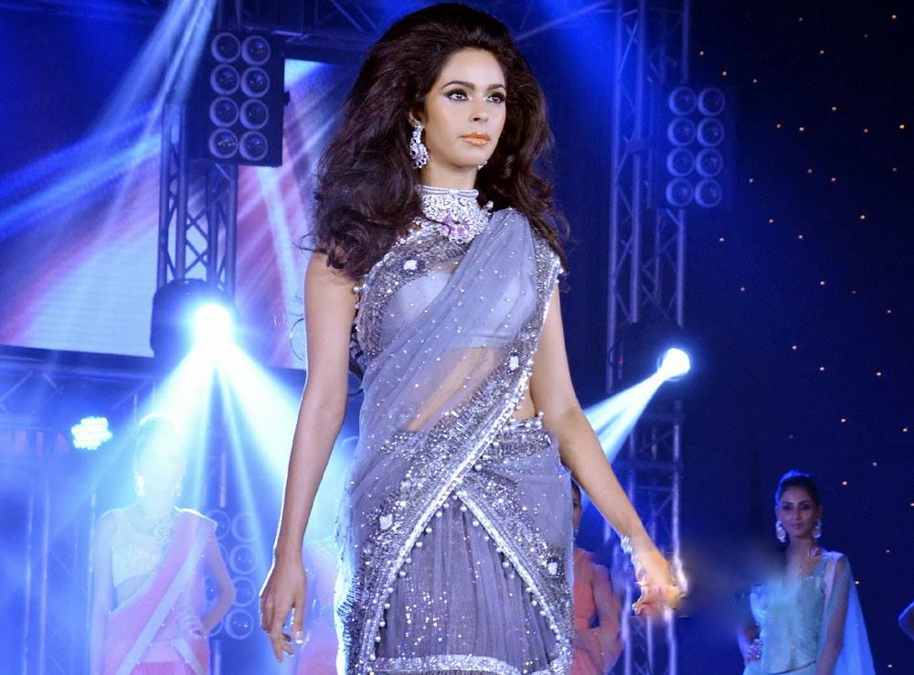 Mallika Sherawat in saree, Mallika Sherawat ramp walk, Mallika Sherawat sexy wallpaper