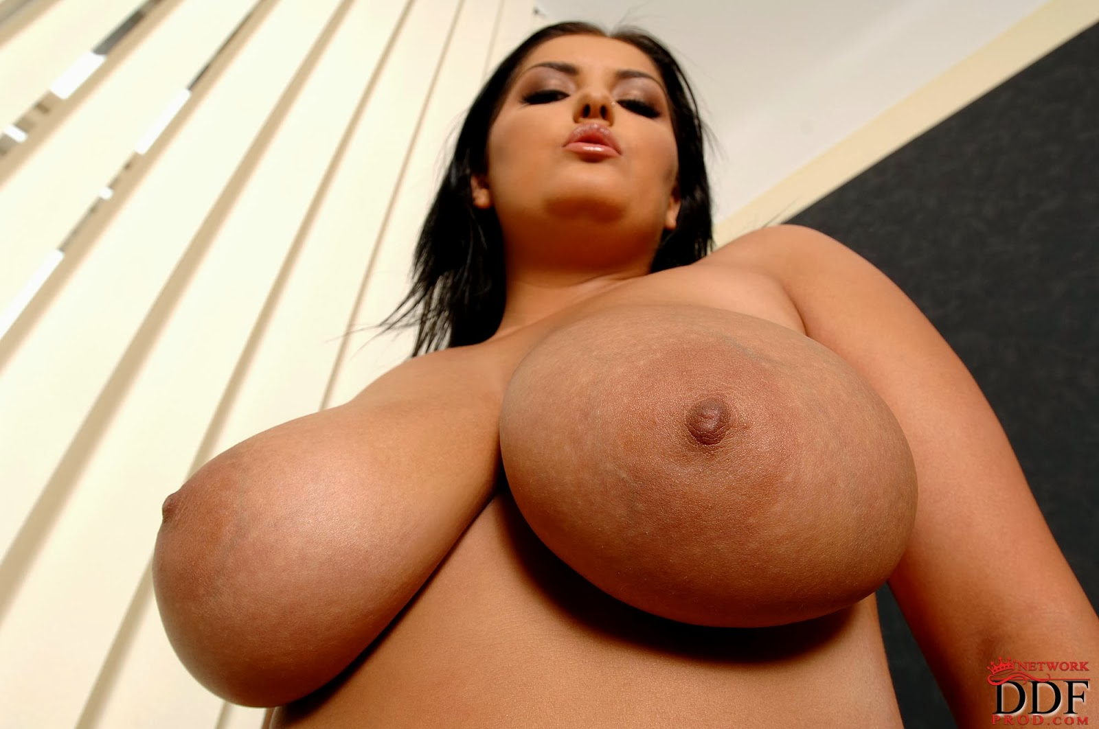 Firm Natural Big Boobs Escort Jasmin Sexy Body